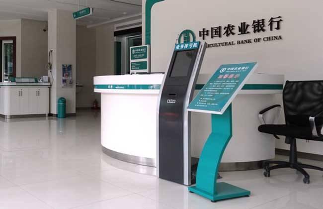 桂林农村商业银行与熙雅盟达成17寸排队叫号机采购合作
