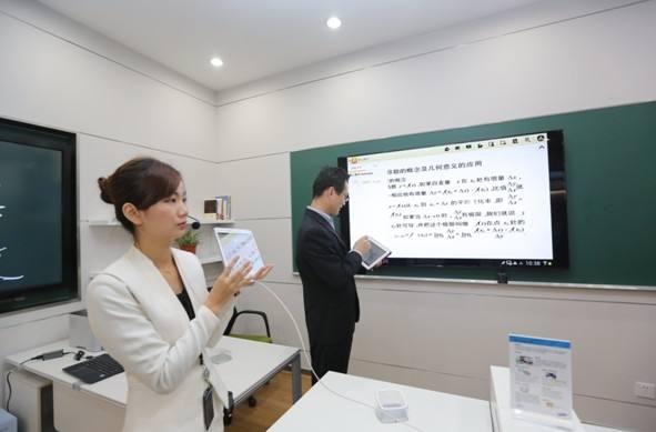 南宁第一实验小学与熙雅盟达成55寸广告一体机定制采购合作