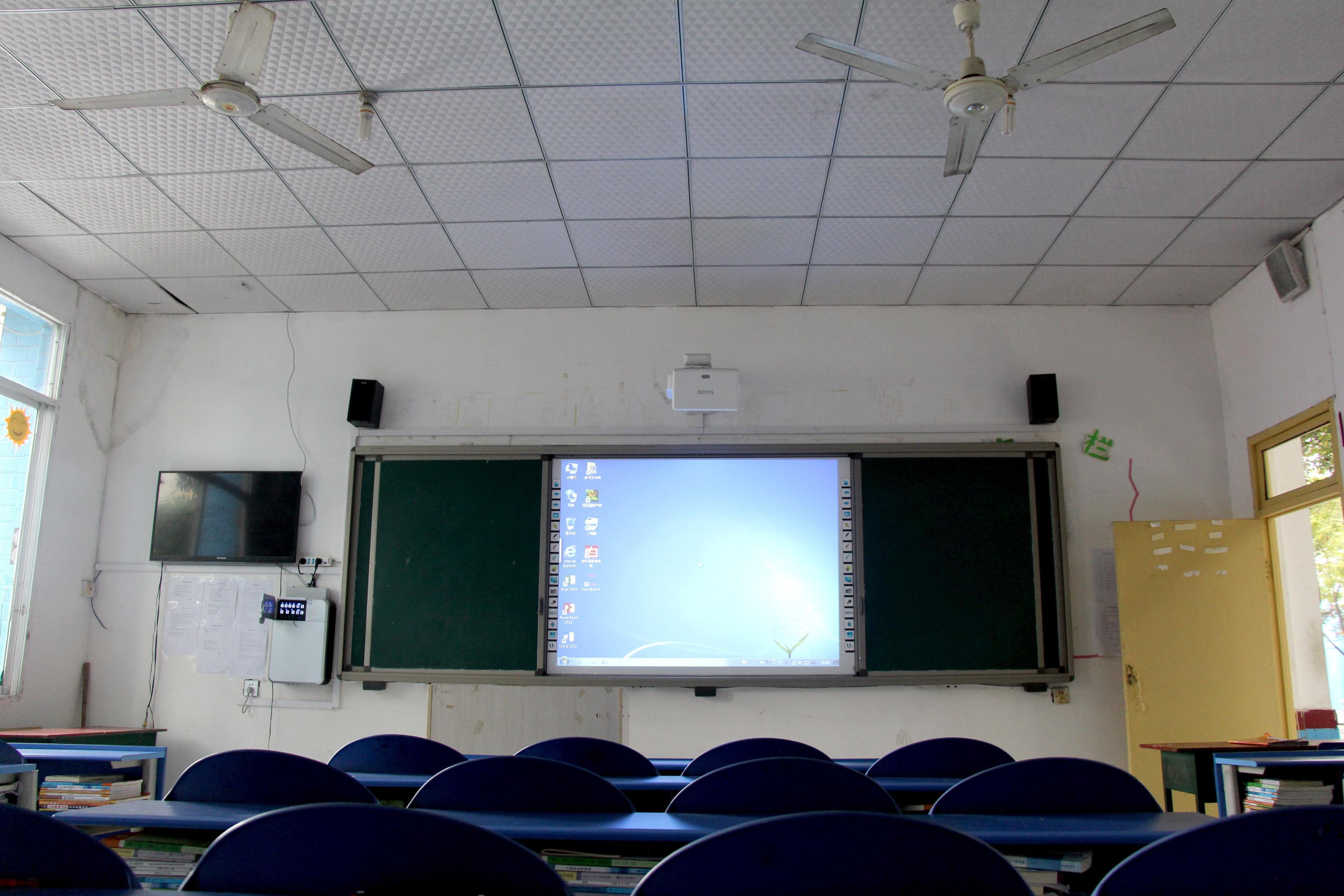 山东省枣庄市第一实验学校与熙雅盟达成55寸触摸一体机定制采购合作