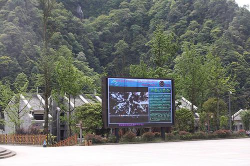 苏州大阳山森林公园采购深圳熙雅盟65寸触摸屏一体机5台